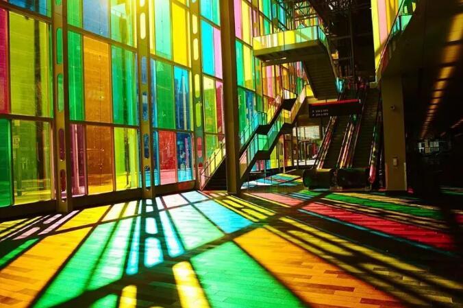 彩色玻璃,为空间添加更多色彩